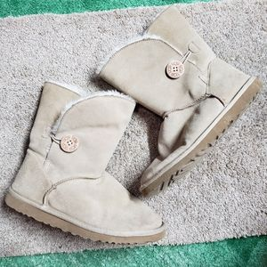 UGG women's bailey button boots 9W